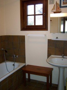 Autre maison ( 1 appartement au rez-de-chaussée  -  classé 2 étoiles  -  5 personnes )    ref : 426 dans Présentation et appartements 100_1008-225x300